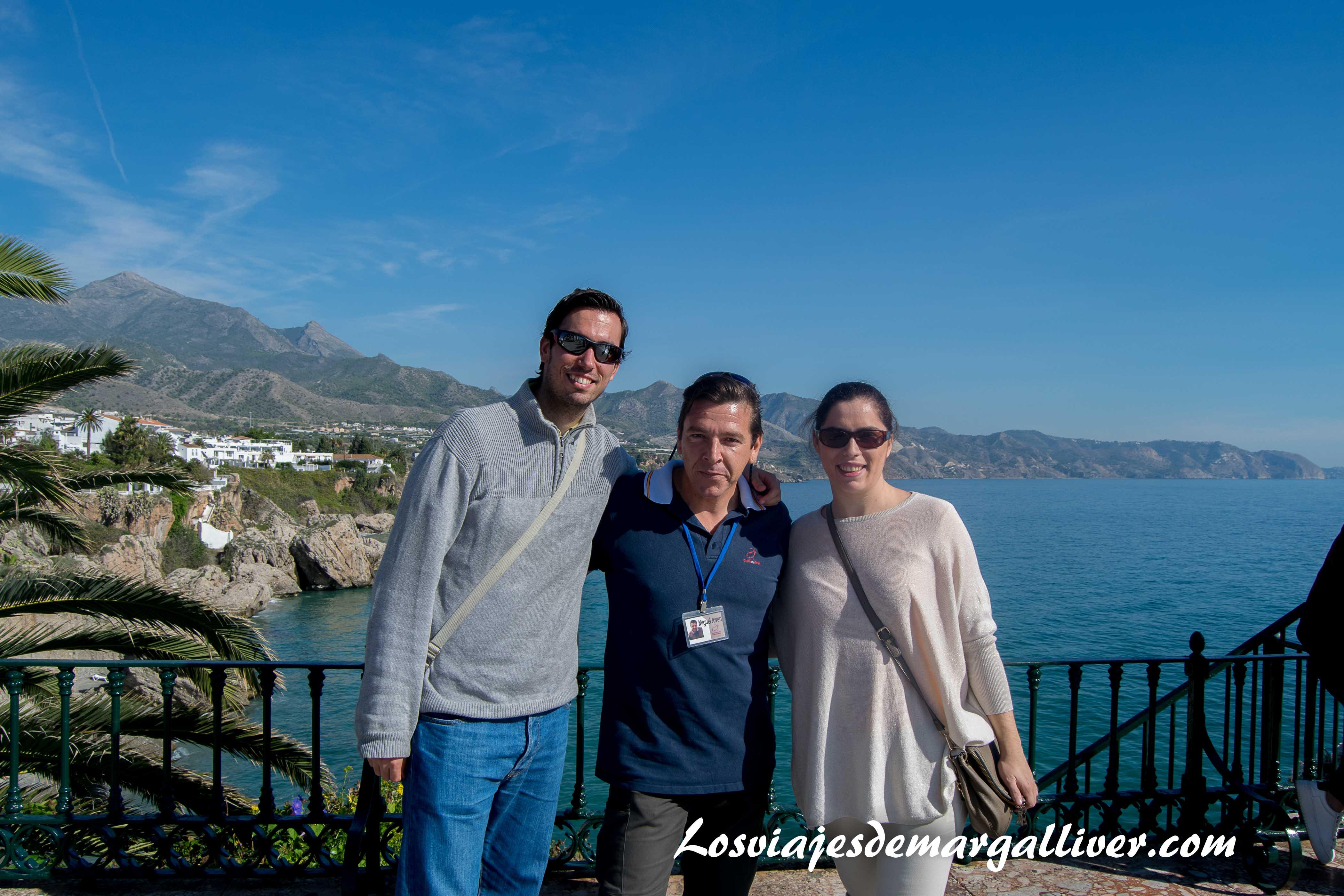 En el balcón de Europa con Tito de Verano Azul en Nerja - Los viajes de Margalliver